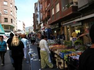 Mercado y negicios urbanos. Ponferrada, 14 jun. 2008. Foto: Enrique L. Manzano.